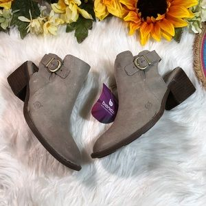 Born Women's Margrit Suede Open Back Booties 6